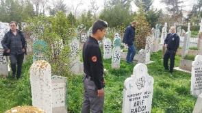 Konya'da  mezarlıkta bıçakla yaralama
