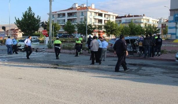 Konya'ya Trafik polisi kazada yaralandı, kardeşi öldü