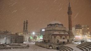 Sivas'ta kar yağışı etkili oluyor - Tıkla İzle