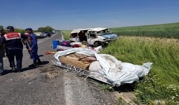 Konya'da Tarım işçilerini taşıyan minibüs takla attı: 1 ölü, 7 yaralı