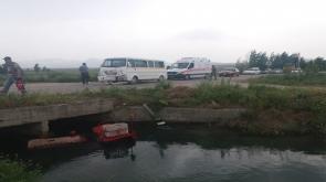 Konya'da Öğrenci taşıyan minibüsün çarptığı traktör kanala düştü: 13 yaralı