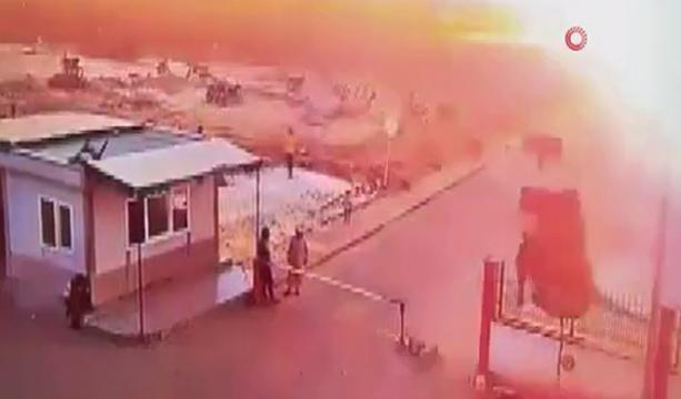 Çobanbey'de dün 12 kişinin ölümüne neden olan kamyon yüklü aracın patlatıldığı olayda patlama anı görüntülendi. -TIKLA İZLE -