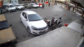 Karaman'da Maskeli saldırganın tüfekle vurma anı kamerada