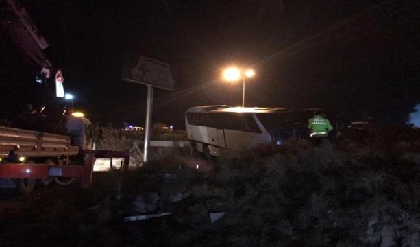 Konya'nın Ereğli ilçesinde Bursaspor taraftarlarını taşıyan otobüs kaza yaptı: 19 yaralı