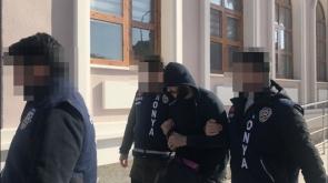 Konya'da Market sahibini gasp eden cezaevi firarisi gizli bölmede yakalandı