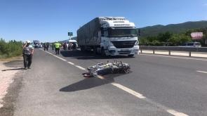 Konya'nın Akşehir ilçesinde, Tırla çarpışan motosikletteki karı koca öldü