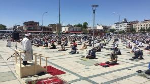 Konya'da sosyal mesafeli ikinci cuma namazı kılındı