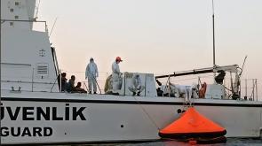 Yunan deniz unsurlarının ateş açtığı gemideki 3 şahsı Türk Sahil Güvenliği kurtardı