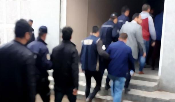 İzmir'de FETÖ operasyonları: 101 gözaltı
