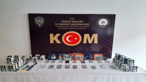 Konya'da gümrük kaçağı 53 telefon ele geçirildi