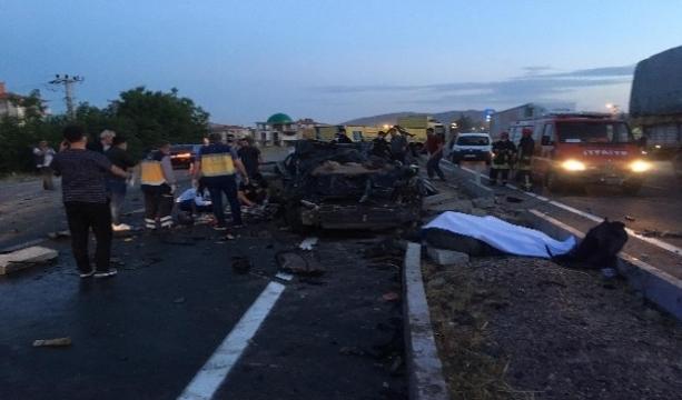 Konya'da Otomobil ile kamyon çarpıştı 2 ölü, 1 Agır yaralı