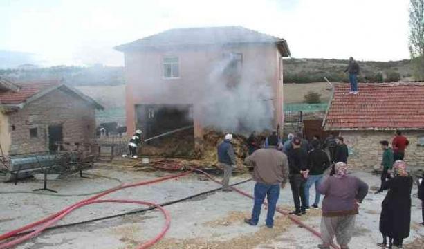 Konya'nın Beyşehir ilçesinde besihanedeki samanlıkta korkutan yangın
