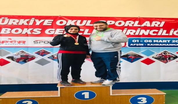 Meram Belediyesporlu Şeyma İyiel, Gençler Kick Boks Türkiye Şampiyonu oldu