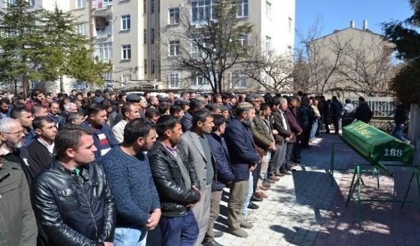 Milli satranççı Emre Ev Konya'da son yolculuğuna uğurlandı.