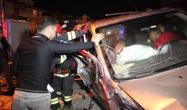 Konya'da feci kaza... İki aracın kafa kafaya çarpıştığı anlar kameraya böyle yansıdı