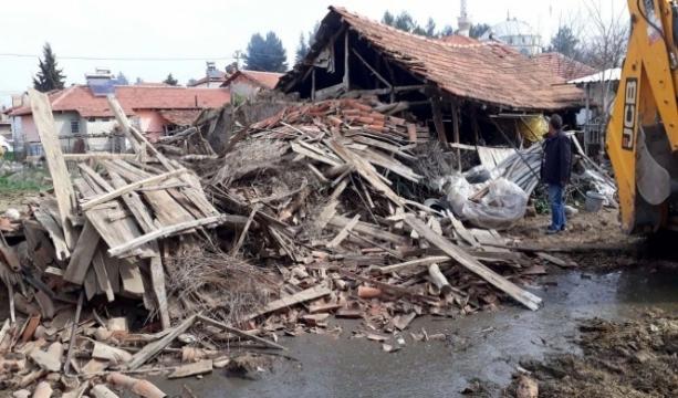 Denizli Valiliği: Depremde 30 ev yıkıldı