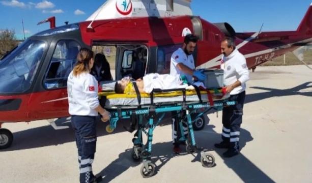 Konya Ankara il sınırı yakınlarında Otomobilden düşüp bariyere çarpan 4 yaşındaki çocuğun bacağı koptu