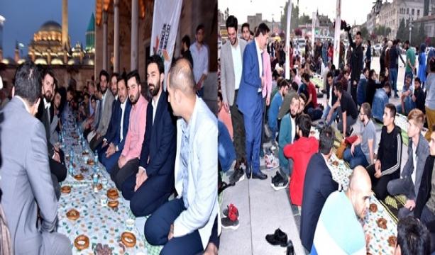 """Konya'nın merkez Karatay İlçe Belediye Başkanı Hasan Kılca, """"9. Geleneksel Ümmet İftarı""""na katıldı."""