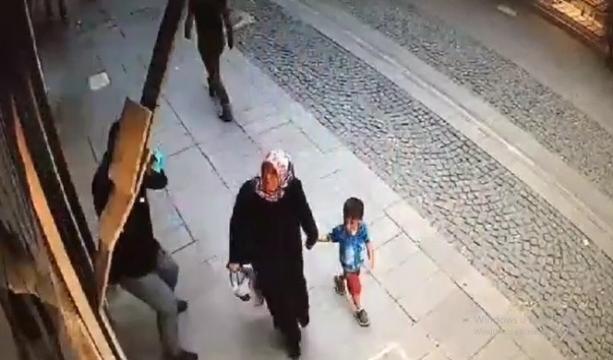 Konya'da bir iş yerinde Duvardan dökülen mermerden son anda kurtuldular