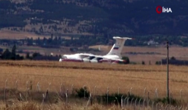 S-400'lerin birinci grubunu Ankara'ya getiren uçak İHA tarafından görüntülendi - Tıkla İzle