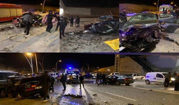 Konya'da İki otomobil kafa kafaya çarpıştı 3 ölü