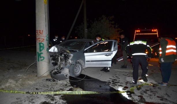 Konya'nın Ereğli ilçesinde Otomobil elektrik direğine çarptı, iş adamı hayatını kaybetti