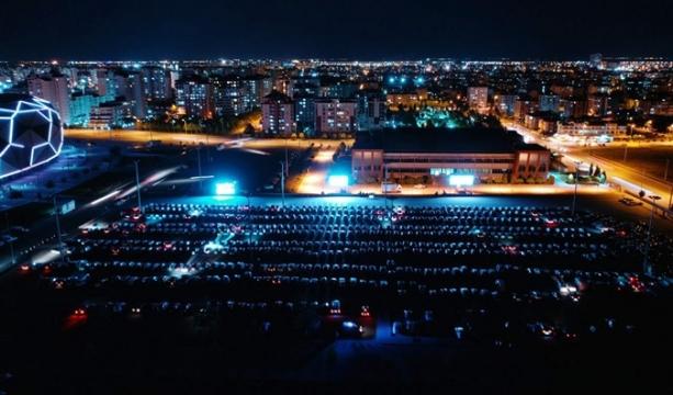 Konya'da arabalı sinemada rekor katılım