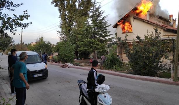 Konya'da Yanan evlerine çaresizce baktılar