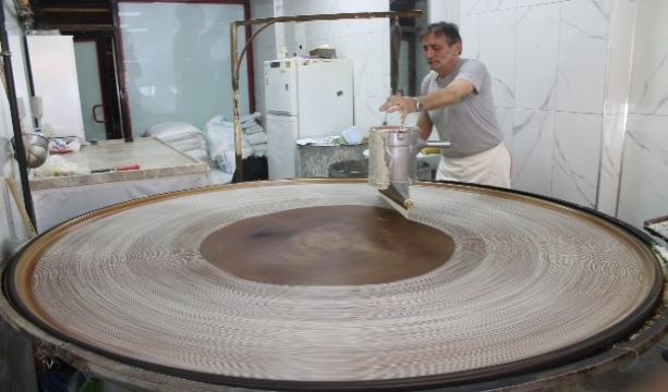 Konya'da Geleneksel üretim tel kadayıfta bayram öncesi hareketliliği