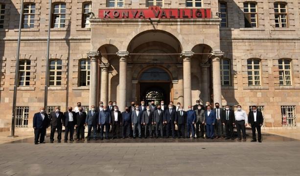 13-19 Eylül Ahilik Haftası nedeniyle Esnaf ve Sanatkârlar Odası Başkanı Muharrem Karabacak, yönetim kurulu üyeleri, KONESOB'a bağlı Oda Başkanları ile esnaflar, Vali Vahdettin Özkan'ı ziyaret ettiler