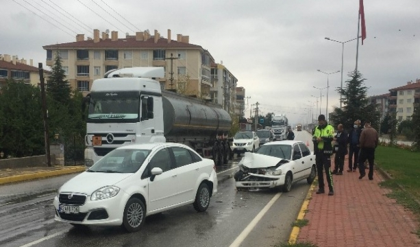 Trafik ışıklarında kaza: 2 yaralı