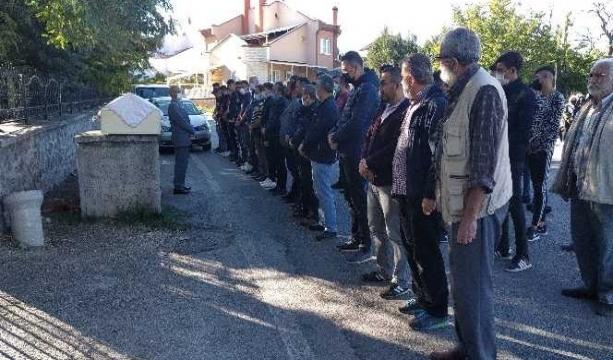 Konya'daki kazada ölen genç kız son yolculuğuna uğurlandı
